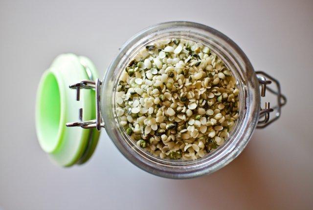 hemp-seeds-3239824_1920.jpg