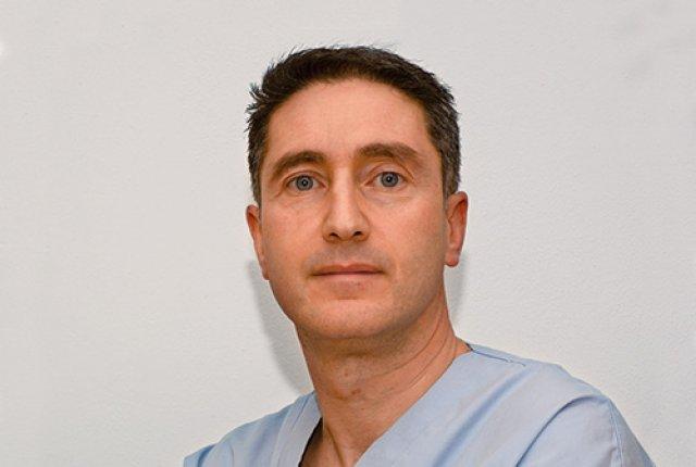 Dott. Salvatore Vienna Chrirugo plastico e dermatologo MES